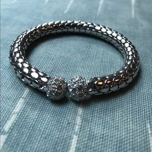 Jewelry - Yurman Inspired Silver Stretchy Bangle